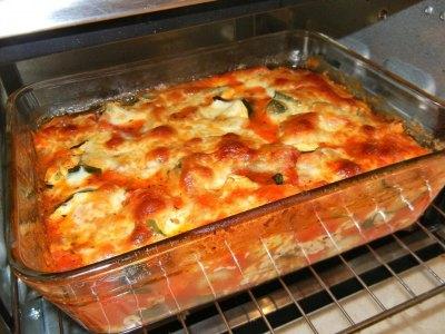 Κολοκυθάκια λαδερά, στο φούρνο με τυριά και ζαμπόν