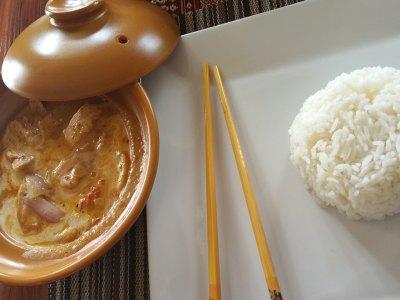 Κοτόπουλο με σάλτσα λεμονιού και ρύζι μπασμάτι