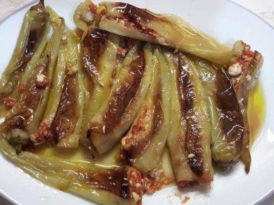 Συνταγή για πιπεριές γεμιστές με τυριά και ντομάτα