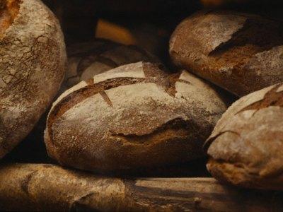 Χωριάτικο ψωμί με ρεβύθια, όπως το φτιάχνουν παραδοσιακά στην Κρήτη