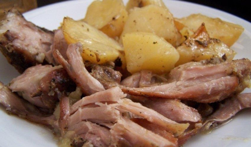 Χοιρινό στο φούρνο με πατάτες, της γιαγιάς Ελένης