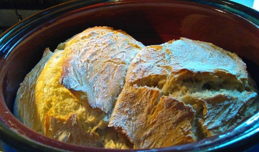 Ψωμί, χωρίς ζύμωμα, στη γάστρα